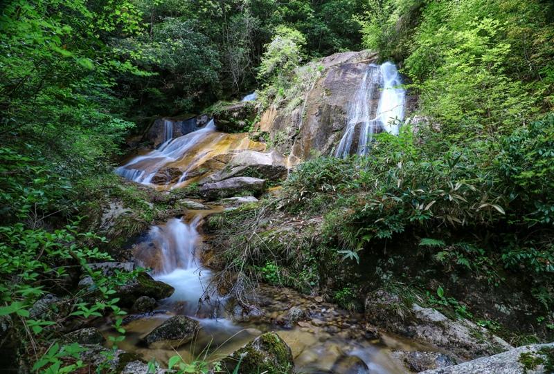 大谷川の渓谷、まきのおの滝