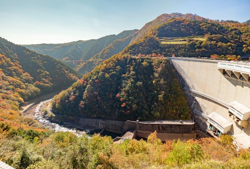 温井ダム、温井ダム管理所からの紅葉