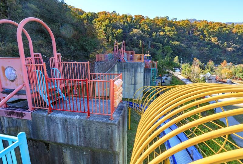 温井ダムの遊具