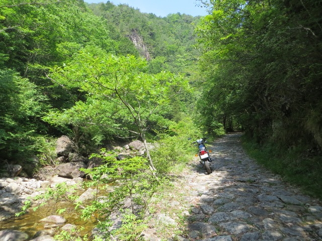 石ケ谷峡、バイク、夏