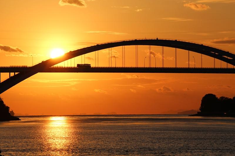 伯方島から大三島橋と夕日