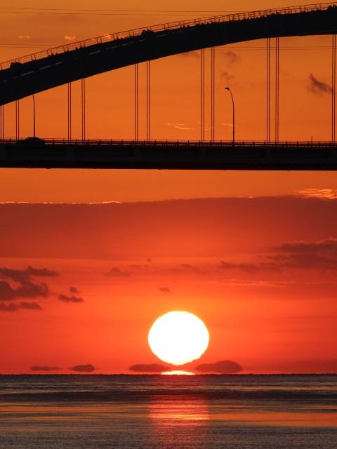 """伯方島から大三島橋と""""だるま夕日"""""""