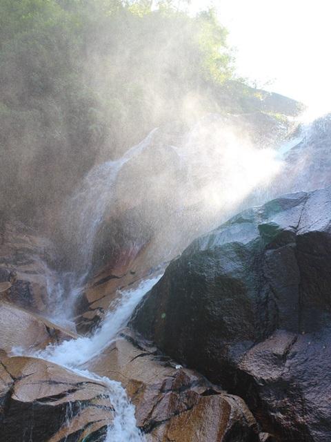 妹背の滝(雄滝)の水煙