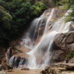 『妹背の滝』迫力の雄滝、永やかな雌滝の夫婦滝(廿日市市大野)