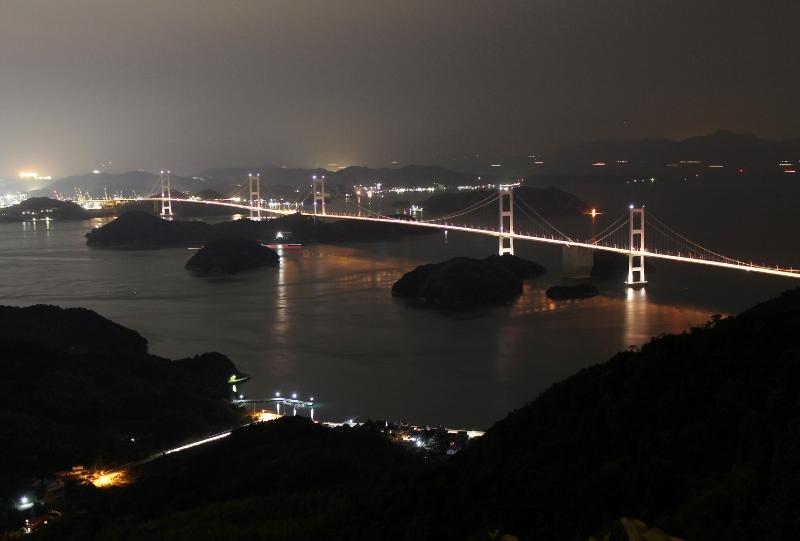 亀老山展望公園から来島海峡大橋の夜景