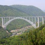 棲真寺公園の展望台から広島空港大橋(広島スカイアーチ)を望む