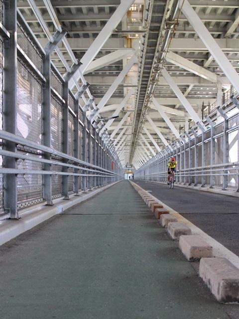 因島大橋の歩行者、自転車、小型自動二輪の通路