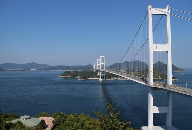 糸山展望台から来島海峡大橋を望む