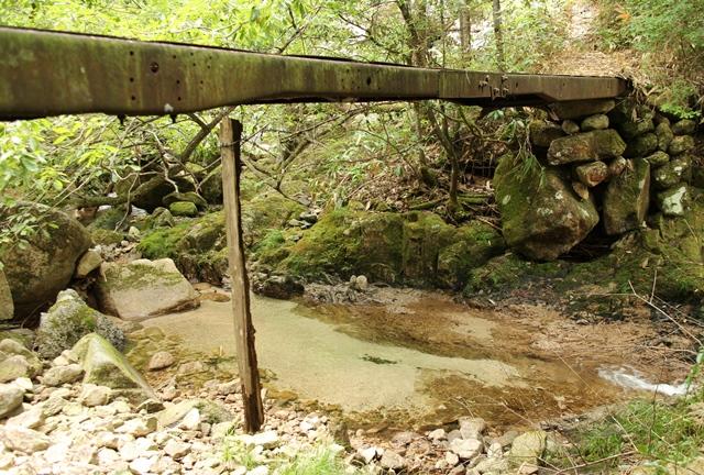 「龍頭の滝」入口の橋