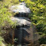 『湯舟の滝』 大きな一枚岩に流れる滝(廿日市大野)