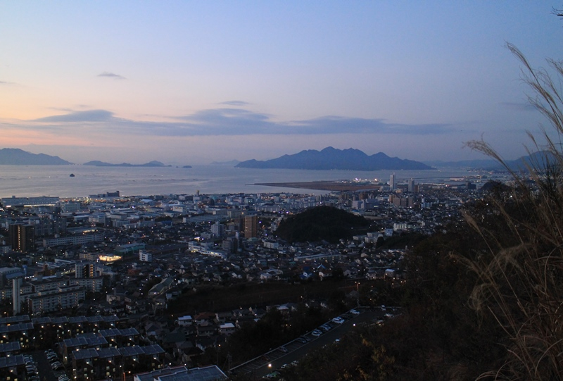 鈴が峰公園からの宮島方面を望む