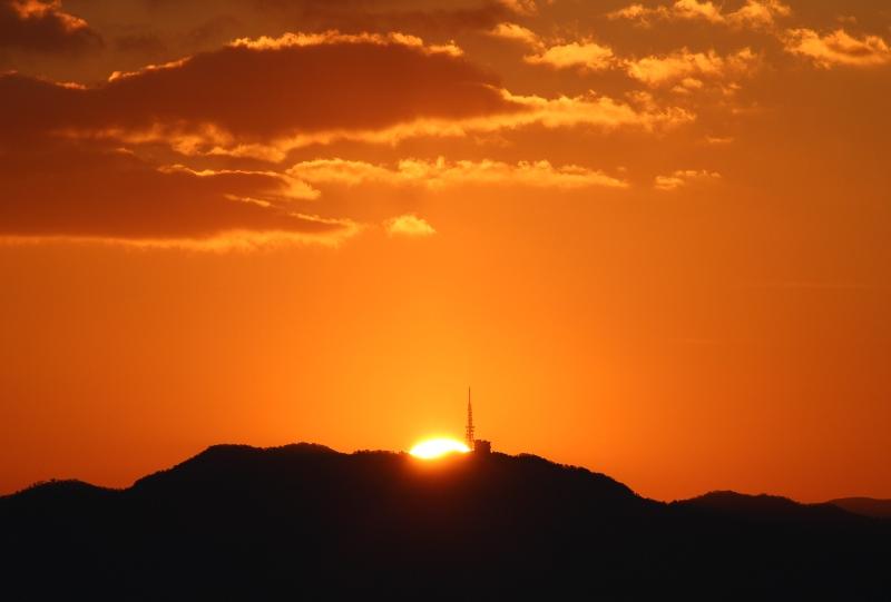 絵下山の山頂から日の出