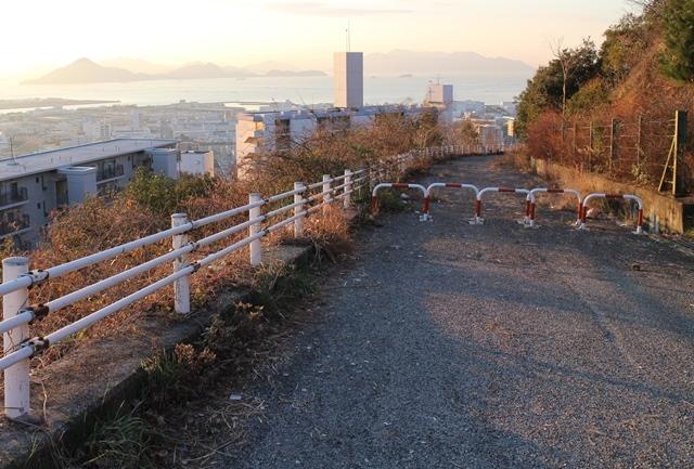 鈴が峰公園の封鎖された前の道路