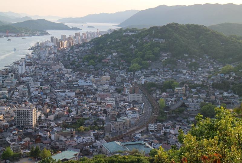 浄土寺山奥の院からの千光寺を望む