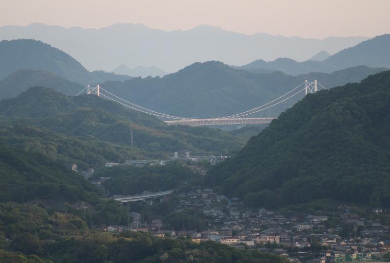 浄土寺山展望台から因島大橋を望む