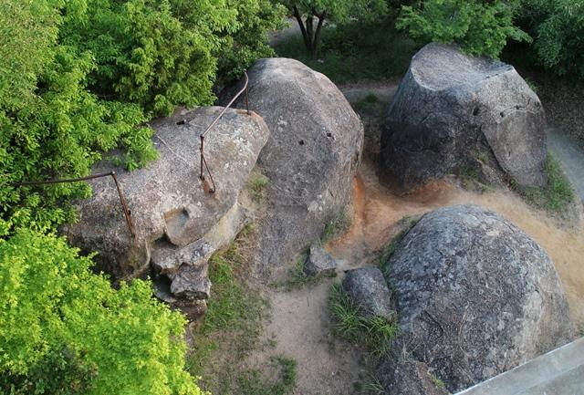 浄土寺山の山頂は巨石