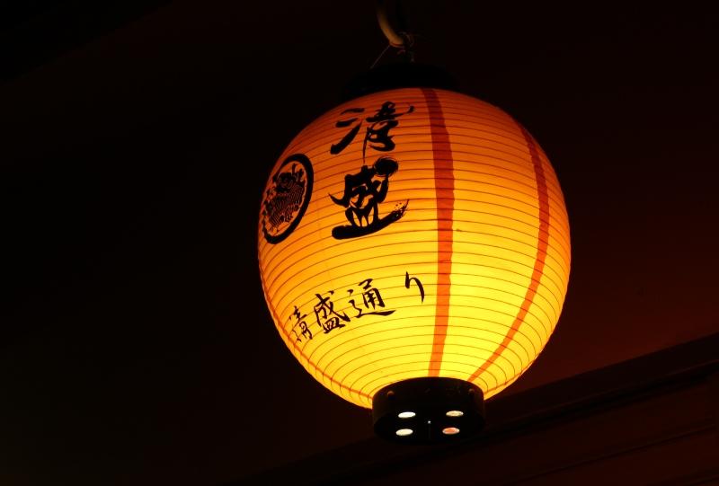 宮島、表参道商店街「清盛通り」の夜景