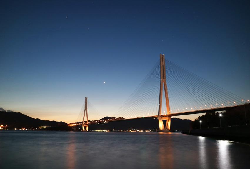 生口島(瀬戸田)から多々羅大橋の夜景