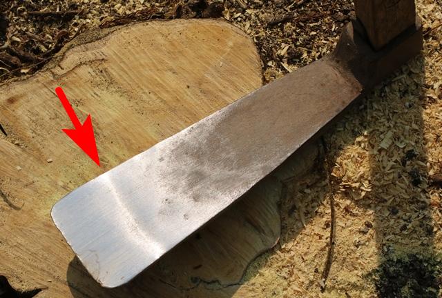 鍬の刃を継いだ跡がわかる