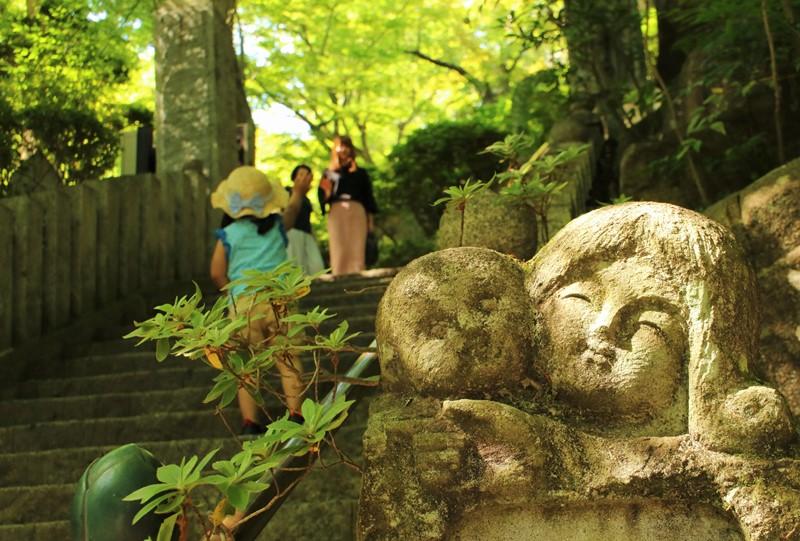 三滝寺の入口(山門)の階段