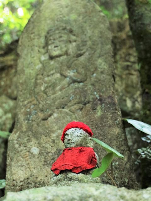 三滝寺、新緑とお地蔵さん