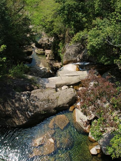 県道306号線から見た盆徳滝