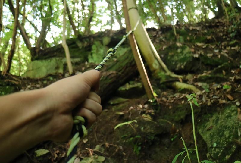 畑の谷大滝への道のりはトラロープをしっかりつかんで