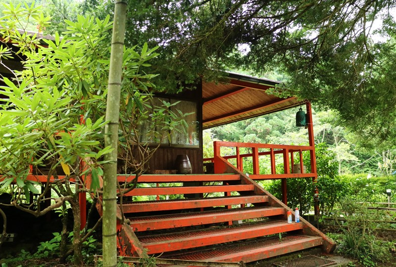 右平「花園の里」山小屋