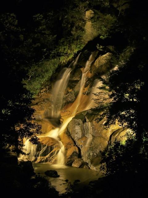 妹背の滝、ライトアップを展望台から