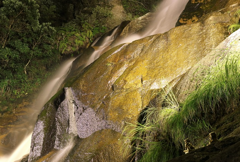妹背の滝(雄滝)のライトアップ