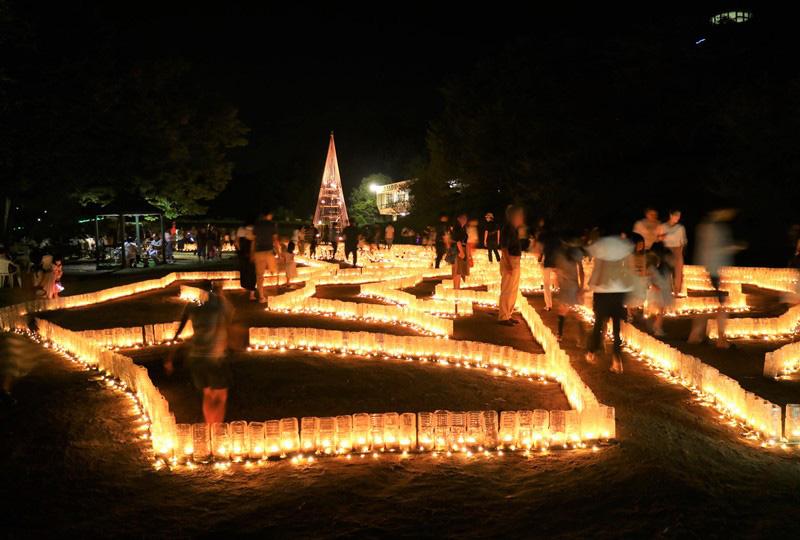 「花と光のページェント」キャンドルのバラ迷路(広島市植物公園)