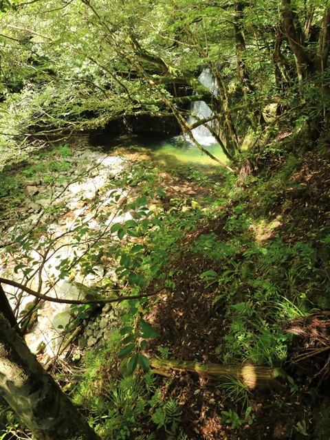「那須の滝」へと下降