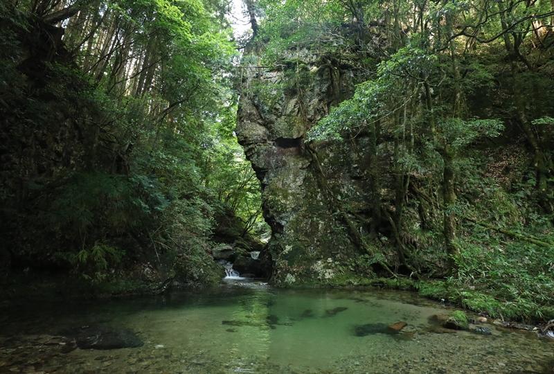 岩井谷の大龍頭、岩井谷川の峡門