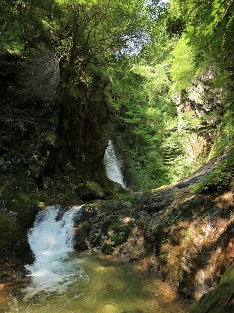 岩井谷の大龍頭へ岩井谷川を遡行