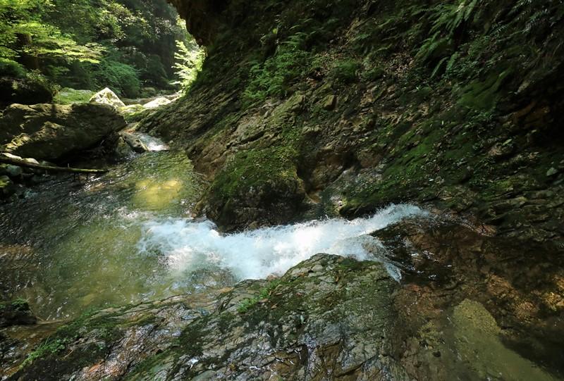 岩井谷の大龍頭、最後の難関の小滝を超えて