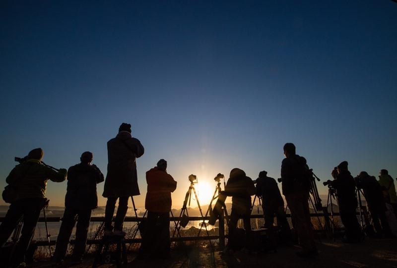 筆影山から海霧を撮影するカメラマン達