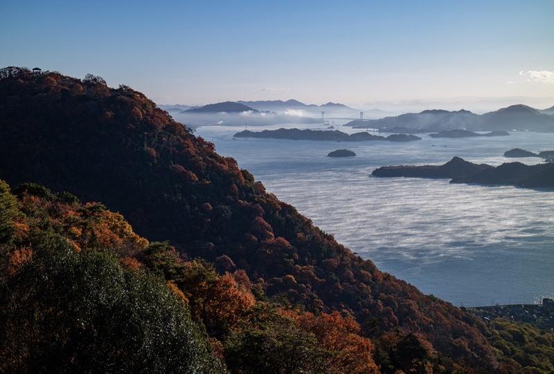 筆影山と海霧