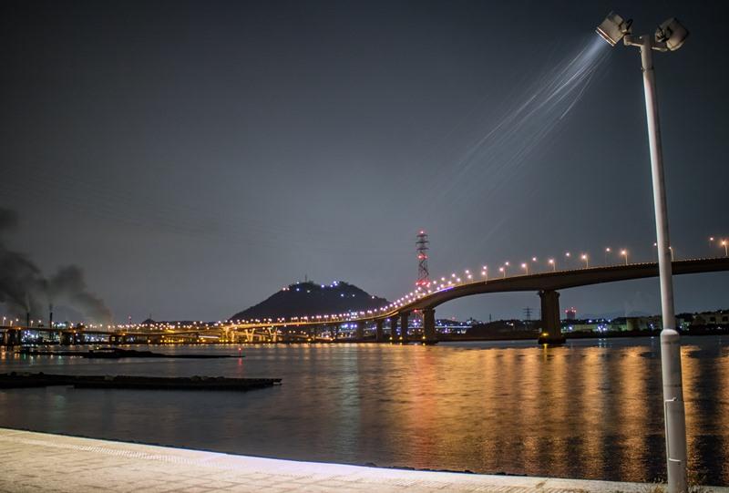 さか・なぎさ公園から海田大橋の夜景
