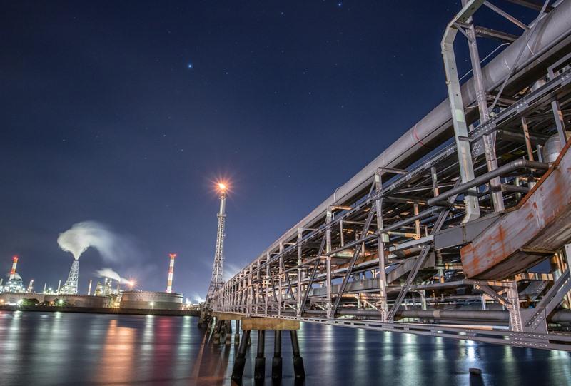 小瀬川から見たJXTGエネルギーの工場夜景