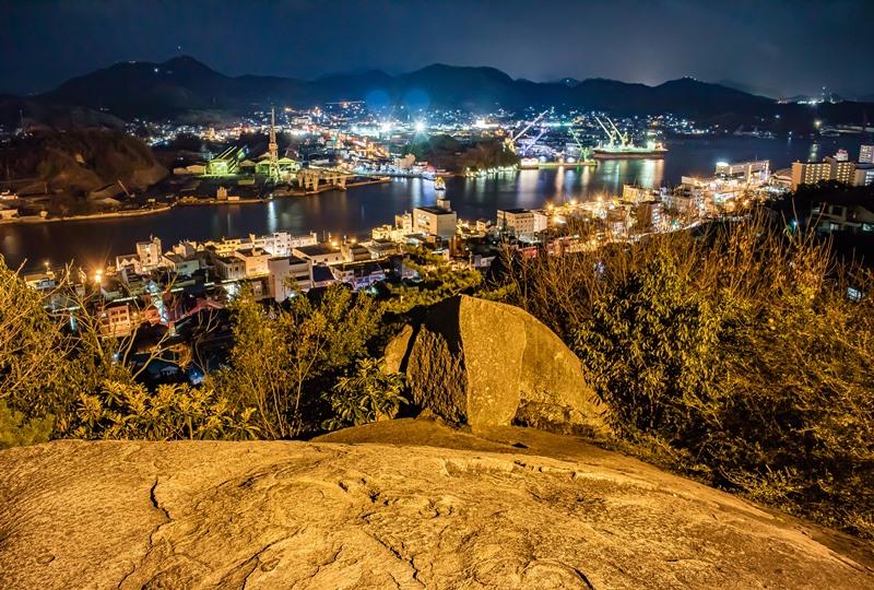 鼓岩(つづみいわ)、別名ポンポン岩からの夜景