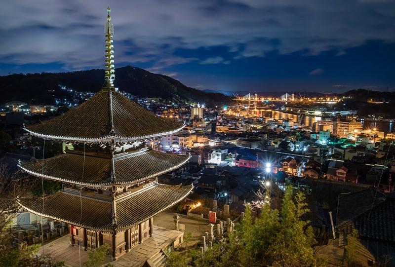 天寧寺三重塔と新尾道大橋の夜景