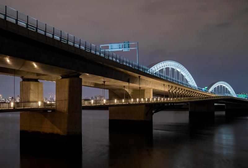 太田川大橋の夜景(商工センター側の下流から)