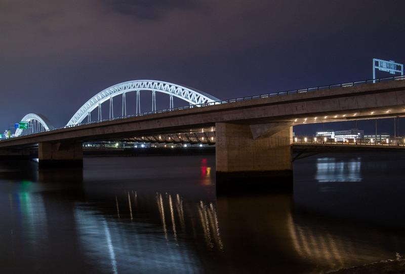太田川大橋の夜景(商工センター側の上流から)
