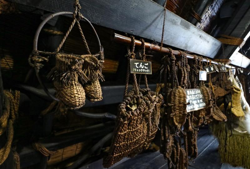 白川郷、神田家の昔の農作業具など