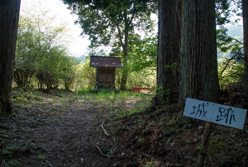 右平『花園の里』、城跡