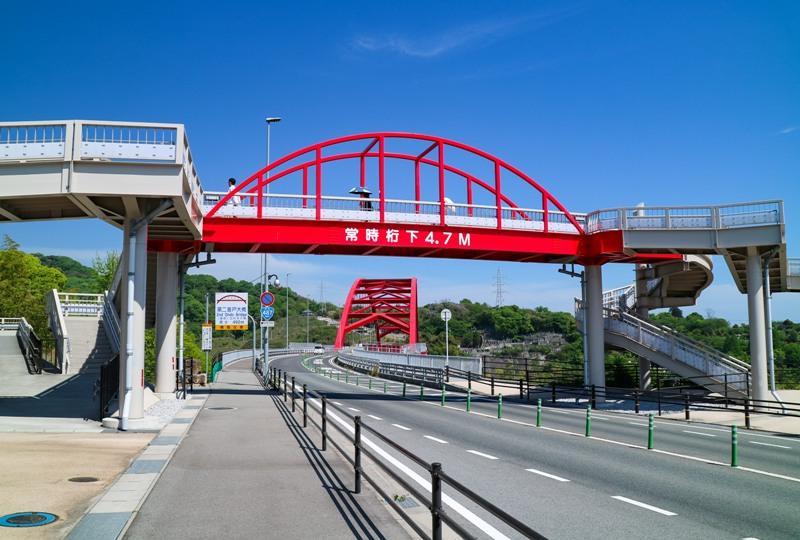 坪井広場横断歩道橋、通称「第三音戸大橋」