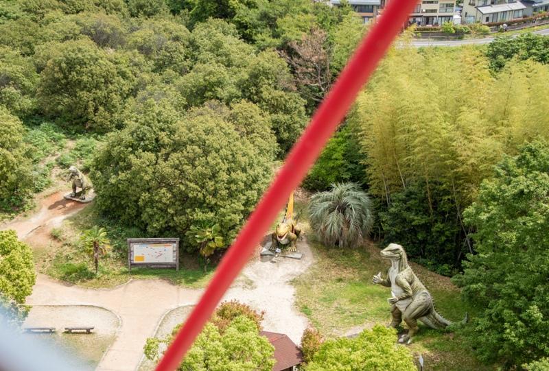 蜂ヶ峯総合公園、観覧車から恐竜を望む
