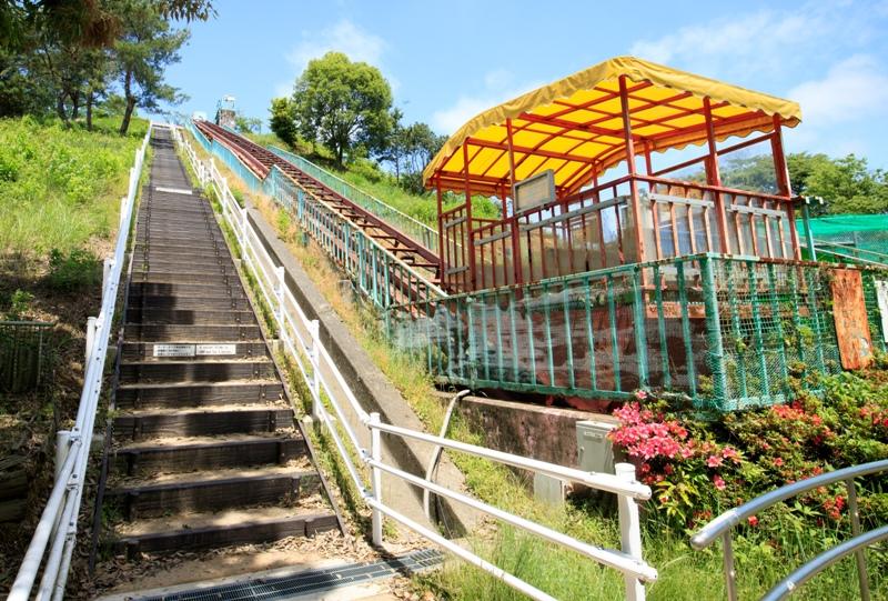 蜂ヶ峯総合公園、ローラーすべり台まではリフトカーで上れる