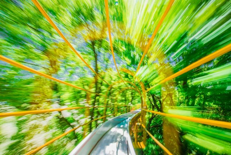 蜂ヶ峯総合公園、ローラーすべり台をスローシャッターで撮影