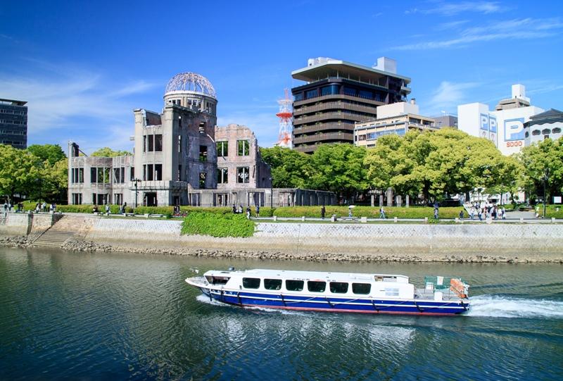 原爆ドーム、おりづるタワーと遊覧船